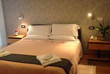 Le nostre camere / Eccovi le camere del nostro Hotel, tutte con wifi, minibar, balcone e sevizio in camera