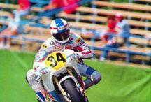 ロードレース ライダー バイク