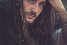 Gars aux cheveux longs