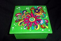 cajas pintadas a mano.