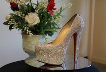 I Bling Things (strass service) / I am a professional shoe strass artist. I embellish shoes and handbags with Swarovski and Czech Preciosa crystal. Below are a few samples of my work. For more information including pricing, please visit my website. sparklecreationsbytyyon.com