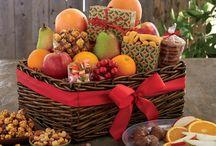 Holiday Gourmet Baskets / Holiday gourmet baskets are the perfect gift to entertain a house full of guests or a group of business associates. Packed with fresh fruit and brimming with gourmet treats to enjoy throughout the holiday season!