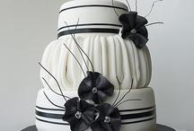 Cakes / by Adriana Moreno