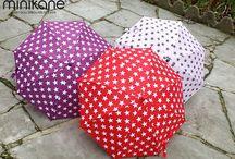 Les parapluies pour enfants / Une gamme de 3 parapluies étoilés assortis aux poussettes PURPLE, PINKIE et RED STARS pour un total look made by MINIKANE!  Ouverture et fermeture sécurisées pour protéger les petits doigts...