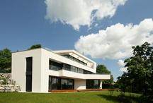 Luxushäuser moderne Architektur / Auswahl an Luxushäusern in moderner Architektur und Formensprache.