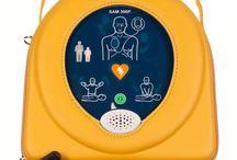 Defibrillatore Samaritan Pad 300p / Il defibrillatore 300P è clinicamente avanzato, leggero, compatto, facile da usare e portatile. Messaggi vocali e pittogrammi illuminati guidano l'utilizzatore passo dopo passo durante la procedura di soccorso. Dai semplici cittadini addestrati ai  più esperti soccorritori professionali, il 300P è progettato affinchè ognuno, ovunque e comunque possa salvare una vita.