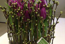 Blumengestecke, Kränze und Tafel