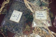 """Encens, sels, poudre magique et bijoux / Ces mélanges d'encens sont spécialement conçu pour être utilisé pour promouvoir et renforcer les énergies lors de vos Esbats ou toutes pratique divinatoires et occultes ♥. ☽⊙☾ N'oubliez pas qu'une petite quantité suffit ;) Plantes préparé et cueillie celons la tradition (Heure/jour)  En vente sur fb le groupe """" L'échoppe de la Sorcière """"   ,___, [O.o] /)__) -""""--""""Mel ☽⊙☾"""