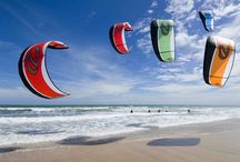 Caparica Kite Adventure / This sport tour will take you to the New Wave Beach in Costa da Caparica - very close to Lisbon - to a mixed day on the beach with a kite surfing lesson. A unique experience full of adrenaline and pure pleasure moments in the most renowned beaches for the sport. Take the most out of this tour!