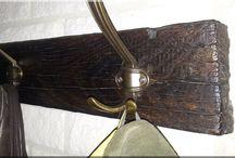 Antik berendezési tárgyak / Antik vas és fa bútorok, dísztárgyak. Tölgy, akác, fenyő bútorok. További információk itt: http://ildare.unas.hu/
