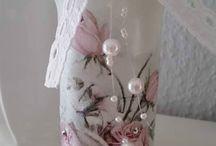 Upcycling / Zauberhafte Windlichter im nostalgischen Stil passend zum Shabby-, Vintage-, oder Landhausstil.  In liebvoller Handarbeit gearbeitet.  Zur Herstellung verwende ich handelsübliche Schraubverschlußgläser, dadurch sind die Windlichter besonders hitzebeständig. Auch als Vase oder zu anderen Dekozwecke zu verwenden. Das Licht einer kleinen Kerze oder einem Teelicht kann zauberhaft schimmern.