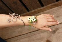 bracelet fleurs / by Lisette Caron