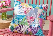 Pretty Patchwork Pillows / pretty patchwork projects are a fun way to showcase some of your beautiful fabrics!