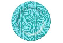 Colourful Outdoor Dining / Add some colour to mealtimes with these bright plates and servers