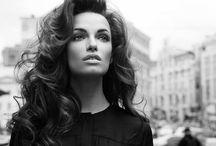 Voluminous Hair Inspiration / Every woman loves having voluminous hair, as an ultimate touch of glamour in a look . This board exposes different ways to express the feeling of amplitude.