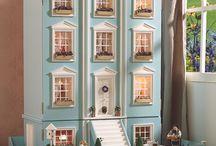 Brookes dolls house