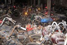 övergivna motorcycklar
