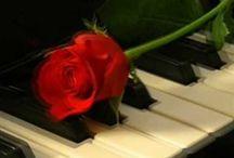 Canciones y melodías con nombre de mujer. / O referidas a la mujer. Ellas, más que los hombres, no sé por qué, han inspirado a los compositores. Aquí os ofrezco un ramillete de algunos de esos nombres de mujer que han inspirado a poetas y músicos. A veces las canciones van dedicadas a una mujer, como en el caso de 'Penélope', o hacen alusión a ellas como 'Esa mujer'. / by Enrique Moraga
