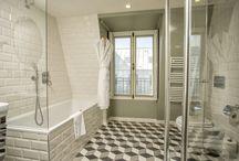 Fenêtres et salle de bain / Forme, ouverture, couleur de finition, découvrez quelques exemples de fenêtres de salle de bain réalisées sur mesure