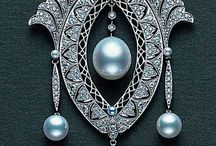 JEWELRY / Jewelry from all periods. Victorian, Art Nouveau, Art Deco, etc.