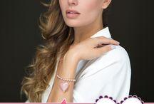 """Paviè for PINK IS GOOD / Per il secondo anno consecutivo Paviè sostiene con un bracciale il progetto """"Pink is Good"""". L'attrice Claudia Ruffo è il volto della campagna"""