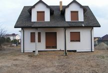 Projekt domu Klif / Projekt domu Klif jest domkiem jednorodzinnym dla rodziny 4-6 osobowej. Dom powstał jako wersja wariantowa projektu Bryza. Projekt Klif został pomniejszony o garaż, przez co zmniejszyła się jego szerokość - dzięki temu mieści się na działce o szerokości 18,5 m. Prosta bryła i funkcjonalne, przemyślane wnętrze do największe zalety Klifa.