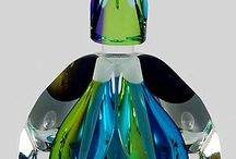 vidros, cristais e perfumes