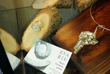 Joies by Eva Riu / Us presentem una col·lecció de joies inspirades per la Natura dels nostres voltants... l'artista ha plasmat el seu entorn de Cardona, per dissenyar aquests preciosos complements, que son dignes de regalar, el seu nom Eva Riu...