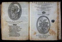 Orlando furioso. In Venetia : appresso Gabriel Giolito di Ferararij, 1544 / Al llarg del segle XVI la populariat el poema èpic Orlando   va ser enorme. Des de la seva primera aparició a Ferrara el 1516. L'edició que presentem, està impresa pel tipògraf venecià Gabriele Giolito de' Ferrari, Són poques les còpies supervivents d'aquesta edició; a Itàlia se n'han identificat vuit, mentre que el CCPB en recull una a la Biblioteca Pública de l'Estat a Mahó. A aquesta s'hauria d'unir la conservada al CRAI Biblioteca de Reserva provinent del convent de Santa Caterina.