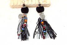 Boucle d'oreilles - PandLaura [Bijoux] / Boucles d'oreilles femme  tendance , ethnique , boho chic ,boho , bohéme , bohémien , chic , classe , trendy , romantique  Fait main , handmade , diy  Pompon , perles , plumes , coeurs