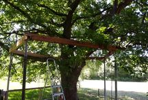 Our treehouse... / Building a Treehouse between two oaks.