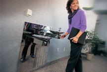 Bezbutlowe dystrybutory wody / Proponowane przez nasz urządzenia świetnie sprawdzają się w restauracjach, hotelach, stołówkach, centrach szkoleniowo-konferencyjnych itp. W zależności od modelu dostarczają wodę o temperaturze pokojowej, wodę chłodzoną, gazowaną  oraz gorącą (do 95 st.C). Oferujemy urządzenia ścienne, nablatowe oraz stojące.