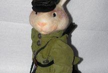 Заяц - охотник / Заяц-охотник( высота 35 см) выполнен в смешанной технике-шитье и сухое валяние.Кепка и обувь из натуральной кожи.Штаны-велюр.Рубашка из вельвета.Ружье сделано из папье маше.