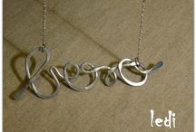 Words / Design ispirato alle parole da indossare. Ad ognuno la sua