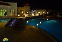 Fantazia Resort / ..le Geco Equatorial sbarcano in Egitto!  40 mattonelle solari attraversano ora la piscina del FANTAZIA RESORT 5stelle di Marsa Alam.   Grazie alla nuova serie EQUATORIALE concepita per  resistere in climi caldi fino a un massimo di 70°C, il piccolo geco illuminerà i vostri passi anche in vacanza!