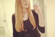 Simone Simons looks