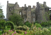 Scottish Castles / Photos of the best castles to visit in Scotland curated for you by the Europe a la Carte Travel Blog.