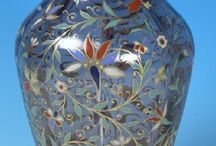 ... for  J.&L. Lobmeyr : Czech glass / Významná vídeňská firma J&L Lobmeyr byla založena r.1823 Josefem Lobmeyrem jako obchodní firma,která prodávala převážně české sklo v Rakousku a dál do světa.Za jejími úspěchy stála spolupráce s českými partnery Kralikem,Meyrem,Moserem,Egermannem a dalšími, s vynikajícími designery - např.Johannem Machytkou a Franzem Schmoranzem. Rovněž pak sklárny,které firma založila v českých zemích,např.v Kamenickém Šenově. Firma je činná ve Vídni  i  v současnosti.