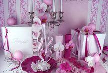 Déco de table rose et fushia / Comment ne pas voir la vie en rose le jour de son mariage ? Si vous n'en êtes vraiment pas capable, comptez sur cette déco pour vous donner un petit coup de pouce !