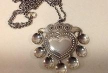 Kalevala Koru - kaulakorut (necklaces)