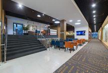 """Отель-комьюнити """"Привет, я дома"""" / Отель """"Привет, я дома"""" - это не просто отель, это интересное пространство, где каждый гость сможет себя почувствовать, как дома. При строительстве отеля использовались уникальные дизайнерские решения и самые современные технологии. А еще там использовались ковровые покрытия EGE и обои VESCOM."""