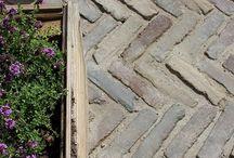 Patineret belægning / Klinker, fliser, tegl, genbrug, bæredygtigt, sustainability, recycle, reuse, patina, gamle teglklinker, old tiles