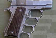 Guns 'n staf