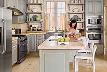 Dreamy Kitchens / This board is about all that makes up the home kitchen! From design to decor and all the details in between. You'll find kitchen inspiration here.
