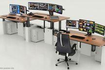 I-Kube de Craie Design - Poste de travail ergonomique / Des consoles techniques et ergonomiques, ajustables en hauteur, pour vos salles de contrôle ou des marchés, centres de vidéo-surveillance, de régulation, de crise et de nombreuses autres applications. Parfait notamment pour une utilisation assis-debout et en 24/7 et pour prendre soin de la santé de vos salariés.