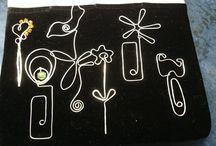 Én csináltam. I did it. Jewels from wire. / Ezüstözött drótékszerek, amiket én készítettem. Silver-plated wire jewels