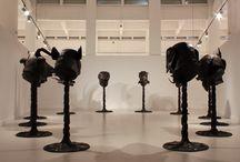 Ai Weiwei / El CAC Málaga presenta la exposición del artista chino Ai Weiwei Circle of Animals / Zodiac Heads, comisariada por Fernando Francés, y que reúne 12 esculturas de bronce de más de tres metros de altura que representan las cabezas de los animales del zodiaco chino. Las piezas están inspiradas en la fuente-reloj del palacio de verano de Yuaming Yuan arrasado durante la Segunda Guerra del Opio.