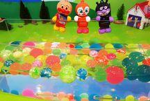 アンパンマンおもちゃアニメ❤ドキンちゃんもカラーボールのプールで遊んだよ! Anpanman toys