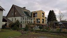 Anbau Elternhaus / Wir haben versucht einen Anbau mit dem Elternhaus aus den 60er Jahren zu vereinen.