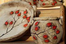 šípky na tanieri keramika
